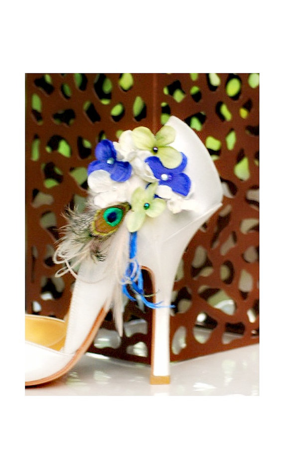 Mariage - Shoe Clips Ivory Lime Green Royal Blue Hydrangeas & Peacock Feather. Wedding Bridesmaid Bride Bridal Party Gift. Pearl / Beads / Gem Couture