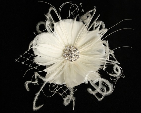 Свадьба - Bridal Feather Fascinator, Floral with French Tulle, Hairclip, Headpiece, Birdcage Veil - ODETTE