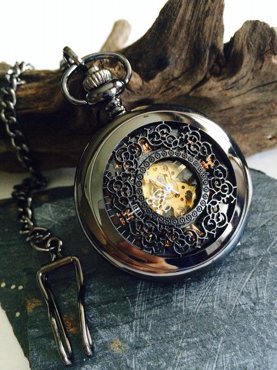 Свадьба - Personalized Black pocket watch- Steampunk- Mens Mechanical Pocket Watch Engravable Groomsmen gifts VM003