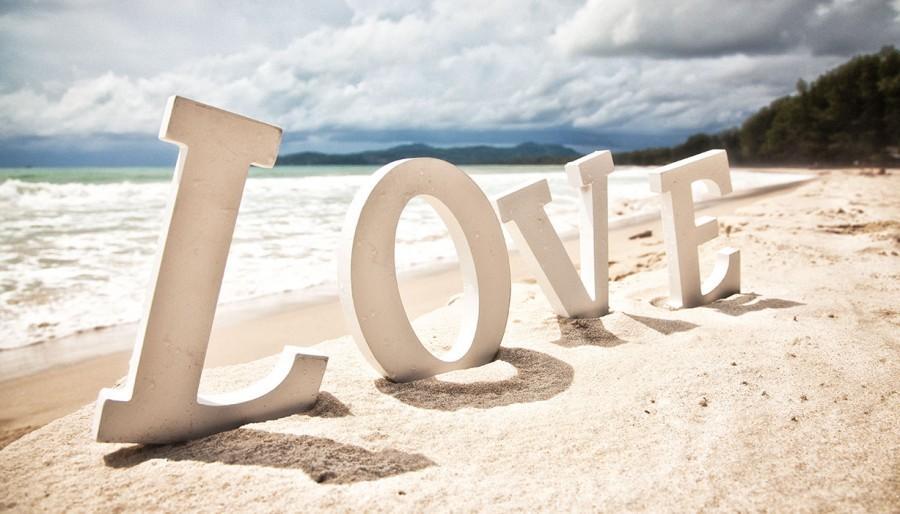 beach love 2305737 weddbook