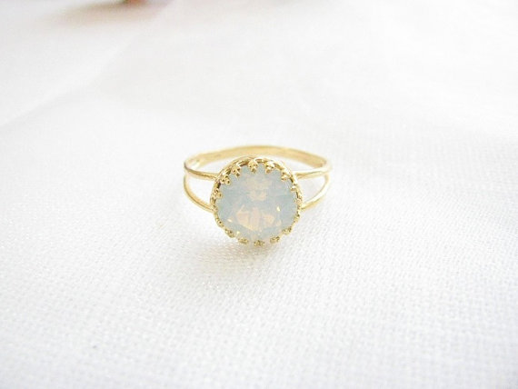 Свадьба - Gold opal ring, White opal ring,  gold ring with white crystal, vintage ring, bridal jewelry, opal ring,