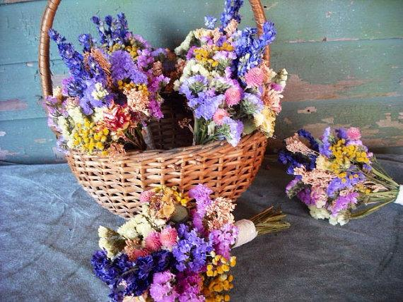 Свадьба - Dried flower bridal bouquet in spring or summer colors. Small and sweet for your flowergirl, bridesmaids or toss bouquet.