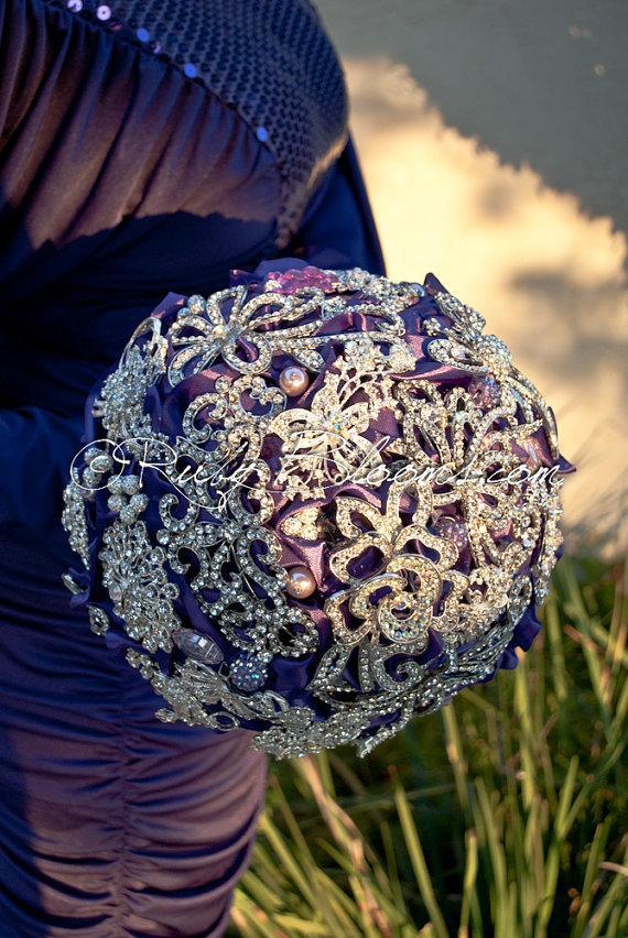 "Свадьба - Royal Purple Wedding Brooch Bouquet. Deposit - ""Purple Majestic"" Crystal Silver Heirloom Bridal Broach Bouquet. - Ruby Blooms Wedding"