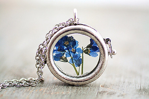 Mariage - ON SALE Window locket necklace with real dried Forget me not. Antique silver colored chain. Free shipping.