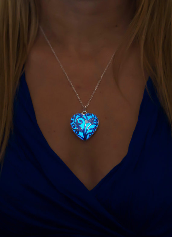 Свадьба - Blue Necklace - Glow Prom Necklace - Something Blue - Glowing Jewelry - Glow in the Dark Jewelry - Gifts for Her - Anniversary Gift - Spring