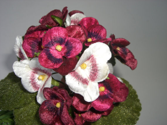 Mariage - 2 Vintage Style Nosegay Velvet Pansies bouquet Berry Red New old Stock