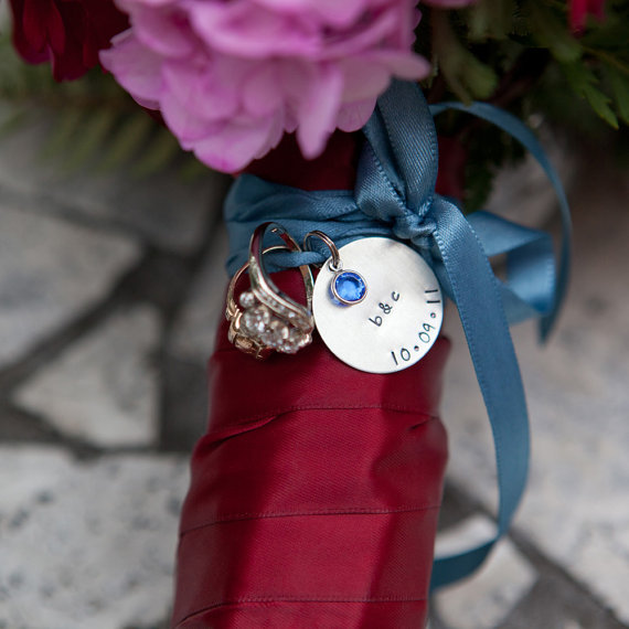 Свадьба - custom bouquet charm - personalize with names, initials, date