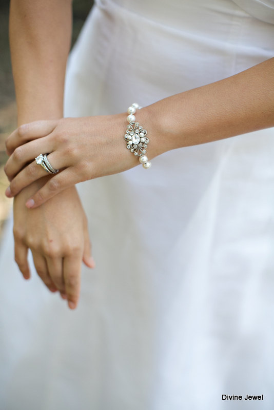 Свадьба - Pearl Bridal Bracelet,Pearl Bracelet,Ivory or White Pearls,Statement Bridal Bracelet,Pearl Rhinestone Bridal Cuff,Wedding Jewelry,MORGAN