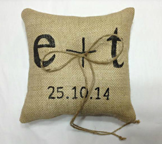 Hochzeit - PERSONALIZED Burlap Ring Pillow, Ring Bearer Pillow, Custom initials ring pillow, custom ring pillow, Initials ring pillow, Burlap wedding