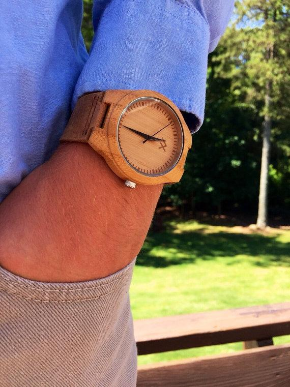 Hochzeit - Wood Minimalist Watch, Bamboo Carved Watch, Engraved Wooden Watch, Handmade for Men Women, Minimalist Design, Groomsmen Gift, Anniversary