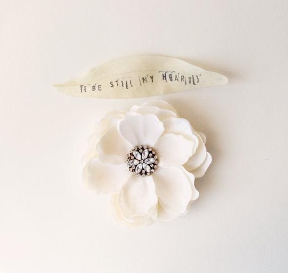 Hochzeit - Magnolia flower clip, Ivory wedding flower, Bridal hair pin, Wedding hair pin, Bridal hair clip, Flower clip  - MAGNOLIA