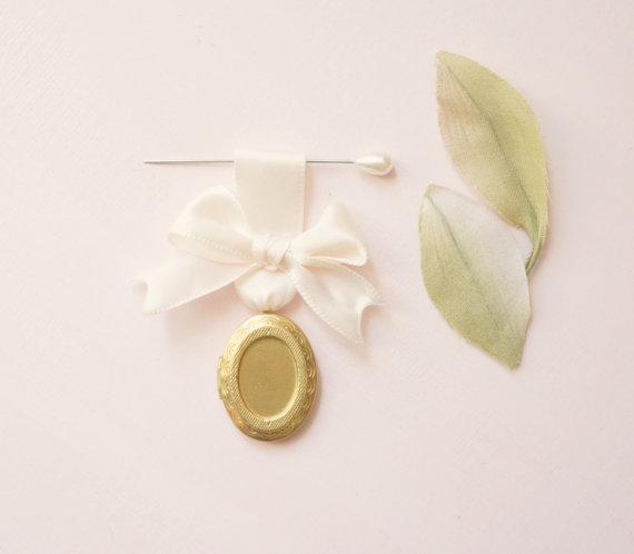 Mariage - Bouquet charm, Wedding bouquet pin, Gold vintage locket, Photo frame locket, Bouquet locket charm, Bridal accessory, Wedding