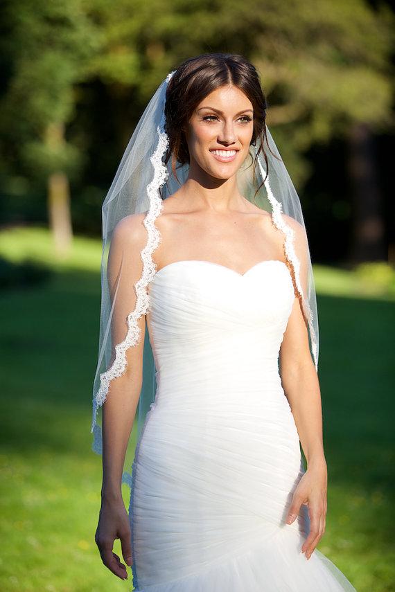 Mariage - Alencon Lace Veil, fingertip veil, re-embroidered lace veil, lace bridal veil, ivory lace veil, scallop lace veil, bridal accessories
