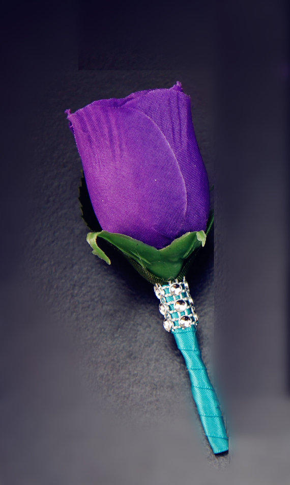 Hochzeit - Purple rose boutonniere with Jade ribbon and bling