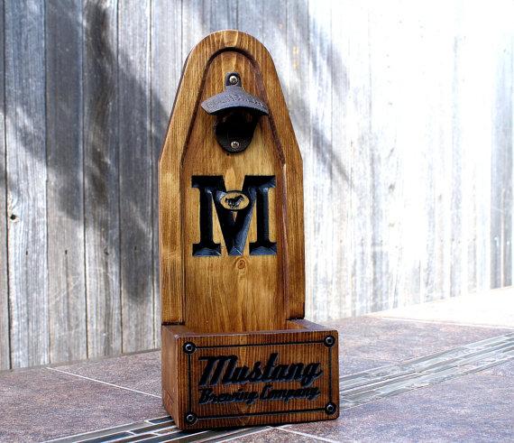 Свадьба - Personalized Beer Bottle Opener, Cap Catcher, Man Cave, Groomsmen Gift, Wedding Gift, Bottle Cap Catcher