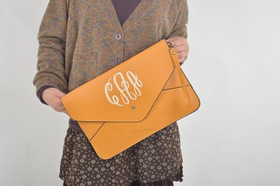 Свадьба - Monogram Clutch,Ladies Handbag,monogram purse,monogram bag, handbag,clutch purse,Envelope purse,wedding gift,bride gift,Bridesmaid package