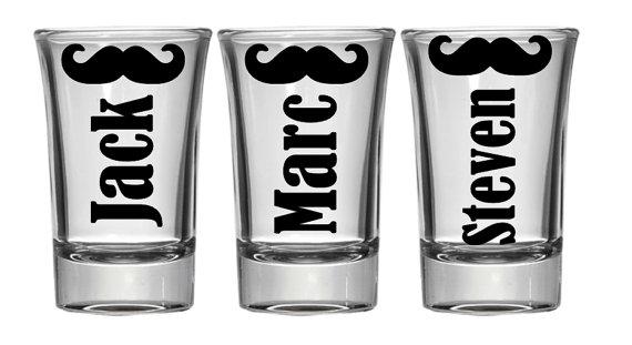 Свадьба - Groomsmen Gift, Custom Shot Glasses, Wedding Party Gifts, Gifts for Groomsmen, Asking Groomsmen, Groomsmen Shot Glass, Wedding Shot Glass