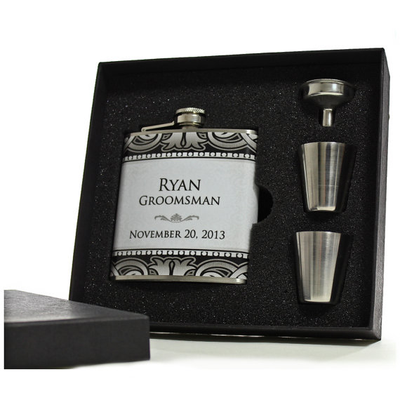 Свадьба - 3 Gifts for Groomsmen, Personalized Art Deco Flask Gift Sets