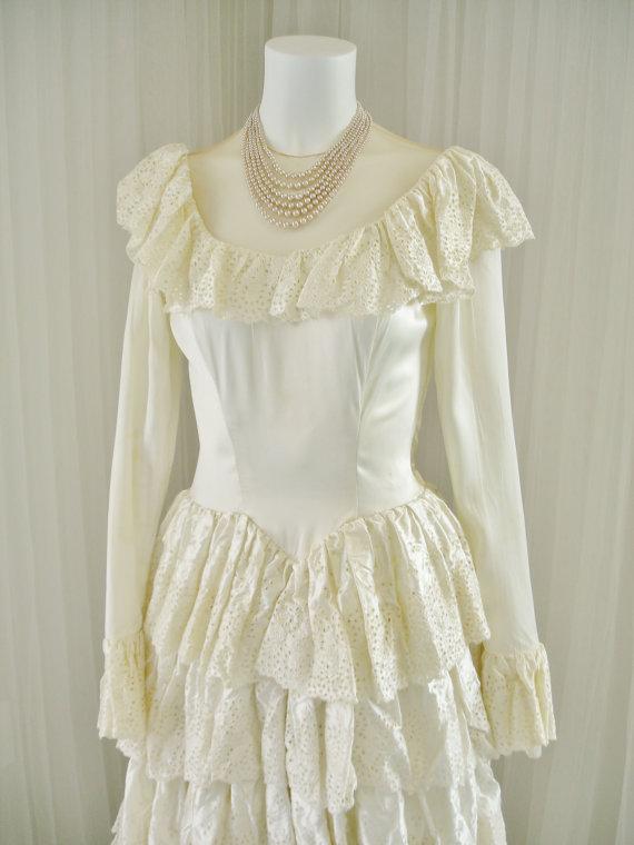 زفاف - Vintage Satin 1940's Bridal Ball Gown Wedding Dress Covered in Layers of Satin Eyelet