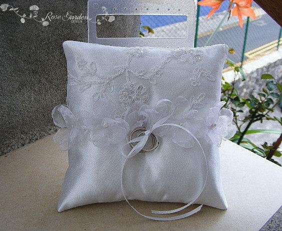 زفاف - Ring Bearer Pillow, Wedding Ring Pillow, White Ring Pillow with flowers, Coussin Carré blanc pour Alliance Mariage