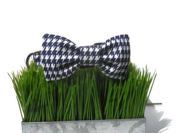 Свадьба - Dog Bow Tie in Navy and White Houndstooth Print for Small to Large Dogs