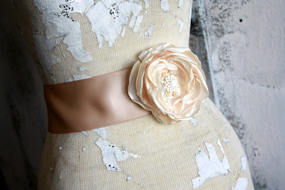 Mariage - Bridal sash, Champagne wedding dress sash, champagne fabric flower dress sash