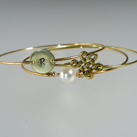 Mariage - Bridesmaid Bangle Gold Bracelet Set, Endless Knot, Pearl, Personalized Bangle, Bridesmaid Bracelet, Bridesmaid Gift, Bridal Jewelry (S256G.)