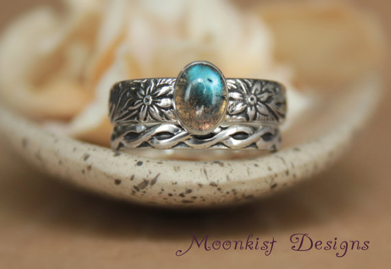 Mariage - Spiral and Flower Labradorite Promise Ring, Engagement Ring, or Wedding Band Set in Sterling Silver