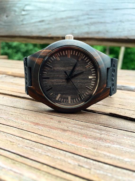 Свадьба - Mens Dark Ebony Real Wood Watch, Engraved Wooden Watch, Gift for him, Mens Wooden Watch, Wedding Gift, Anniversary Gift, Groomsmen Gift