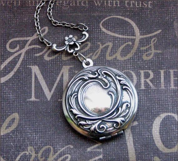 Mariage - Locket Necklace Silver Womens Locket Wedding Locket Picture Photo Jewelry  Bridesmaid Locket Silver Necklace Christmas Valentines Day Gift
