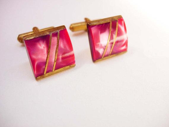 Mariage - Cranberry Slag Cufflinks Vintage Marbled Art Deco Wedding groom gift designer Signed Lamar pink rose color gentleman jewellery cuff links