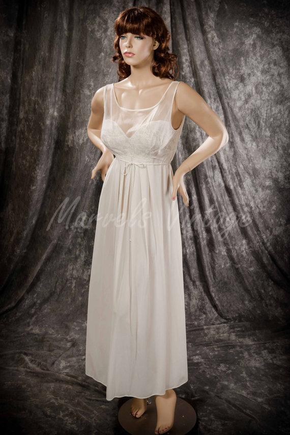 Mariage - Vintage Vanity Fair Nightgown White Long Negligée Chiffon over Lace Bodice Size 36 Bridal Honeymoon
