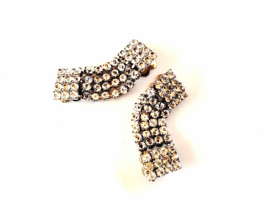 زفاف - Shoe clips rhinestones vintage shoe accessory silver tone prong set stones