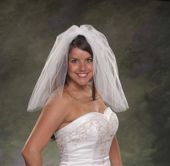 Mariage - Flyaway Veil Short Bridal Veils Shoulder Length 20 Inches 2 Layer Plain Cut Veils Ivory Wedding Veils White Tulle Veils Blusher Veils