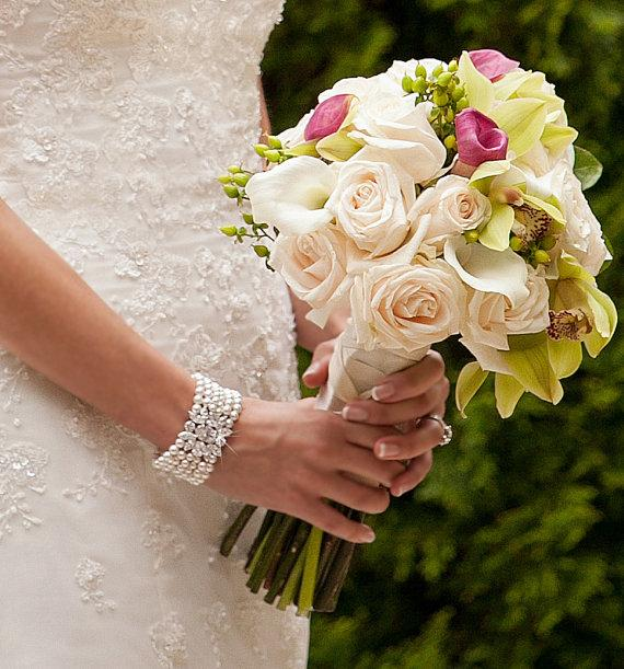 Hochzeit - Bridal Bracelet, Pearl Wedding Jewelry, Crystal Bracelet, Chunky Bridal Jewelry, Pearl Wedding bracelet, Swarovski, Joanna Bracelet