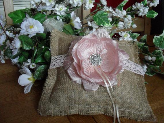 Свадьба - Burlap Ring Bearer Cushion- Rustic ring Bearer Pillow - Pet Ring Bearer - Personalized Ring Bearer Pillow - Wedding Pillow
