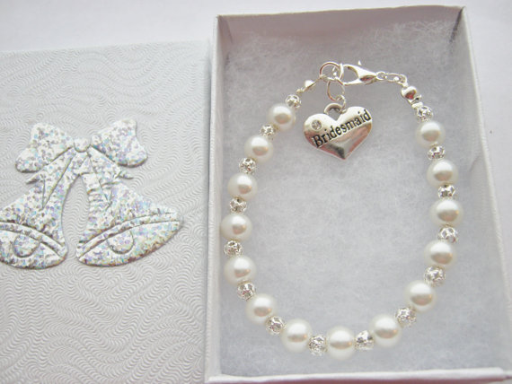 Mariage - Ivory Pearl Bead Bridesmaids Bracelet, Flower Girls Gifts, Maid of Honour Honor Wedding Jewellery Gifts