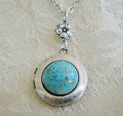 Mariage - Small Round Turquoise Silver Locket Wedding Jewelry Bride Bridesmaid Mother Daughter Sister Wife Anniversary Vintage Photo Picture - Carmen