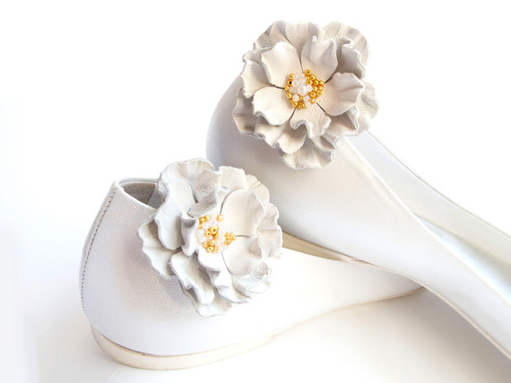 Mariage - White leather flower Shoe Clips bridesmaid wedding
