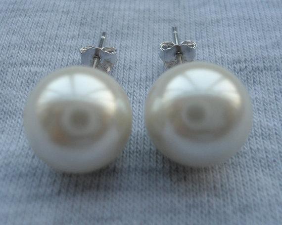 Hochzeit - Ivory Pearl Stud Earrings, Pearl Earrings,Glass Pearl Stud Earrings,Wedding Jewelry,Bridesmaid Earrings,Wedding Party Gift