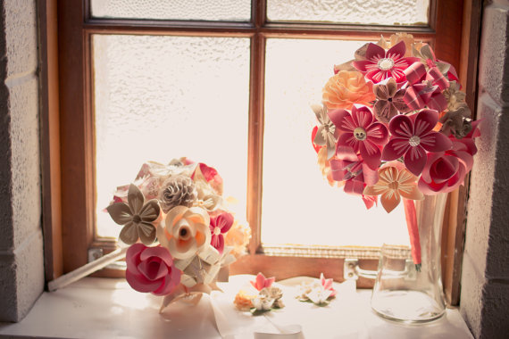 Mariage - Custom Paper Flower Wedding Bouquets. You Pick The Colors, Papers, Books, Etc.  Anything Is Possible. CUSTOM ORDERS WELCOME