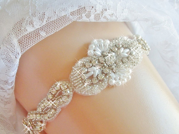 Mariage - Regular or Queen Size Wedding Garter, Bridal Garter Belt, Wedding Accessories, Bridal Accessories, Bling Rhinestone Garter, Wedding Garder