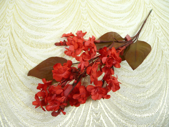 Mariage - Vintage Millinery Lilacs Bright Red Flowers for Hats Bouquets, Crafts NOS Japan