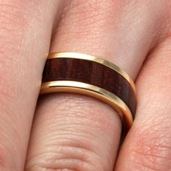 Mariage - 10k Unique Mens Wood Ring With Dalmata Wood Inlay,Titanium Jewelry, Mens Wedding Band