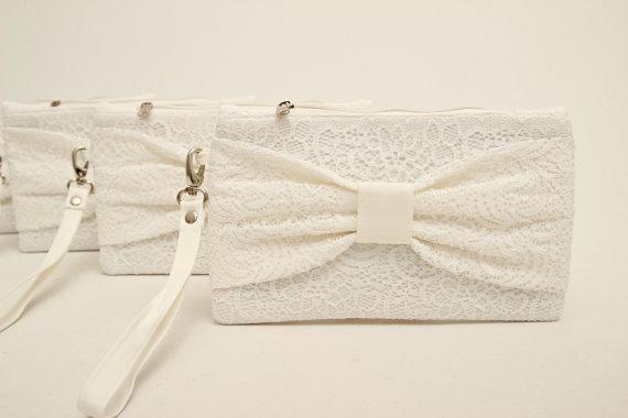Mariage - Promotional sale   - SET OF 4 - White lace bow wristelt clutch,bridesmaid gift ,wedding gift ,make up bag,zipper