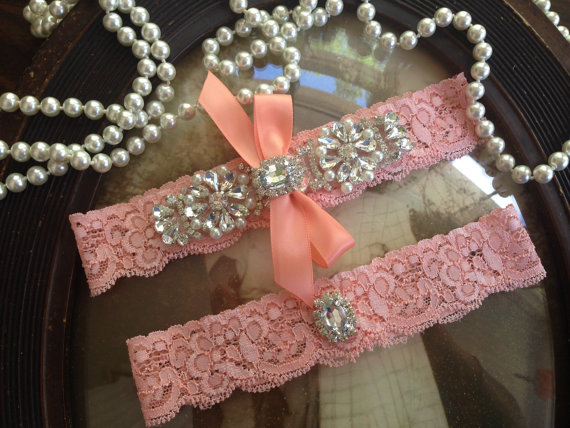 Mariage - Wedding Garter-Coral Lace Garter Set-garter belt-Keepsake Garter-Bridal Garter-Vintage Garter-Rhinestone-Pearl-Coral-Toss Garter-Ivory-Cream