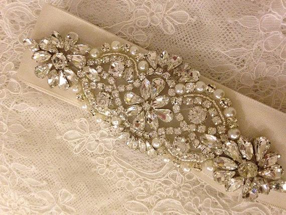 زفاف - Rhinestone and pearl beaded applique for bridal sash, wedding headband, garters