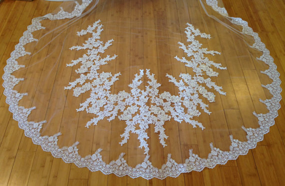 Düğün - Cathedral Lace Veil with flower appliqués,  Mantilla style or with Gathered top on a comb, bridal beaded lace veil, wedding beaded lace veil
