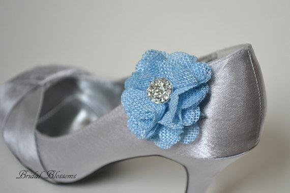 "Свадьба - Burlap ""Something Blue"" Flower Shoe Clips"