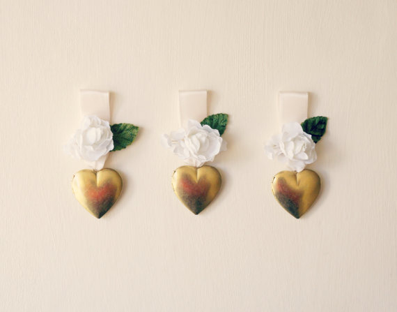 زفاف - Bouquet charm, Bouquet photo frame, Gold heart locket, Heart locket, Photo frame locket, Floral bouquet charm, Bridal accessory, Wedding